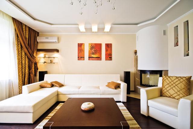 Дизайн интерьера зала с камином