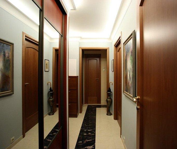Дизайн узкого коридора прихожей фото